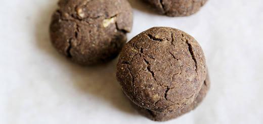 Healthy Vegan Crunchy Chocolate (Carob) flavoured Cookies